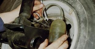 Как прокачать тормоза своими руками — порядок прокачки тормозов
