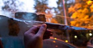 Как снять тонировку со стекла быстро и без нервов?