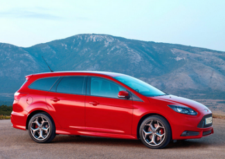 Ford Focus ST Turnier на дороге
