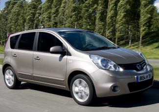 Nissan Note на дороге