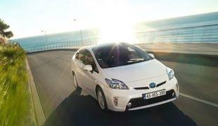 Новая гибридная модель автомобиля от Тойота