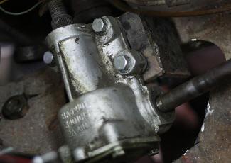 Рулевой редуктор в процессе установки