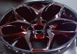 Свежепокрашенный колесный диск