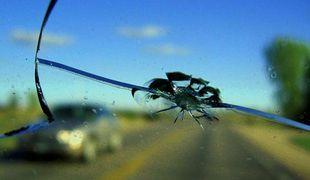 Трещина стекла автомобиля