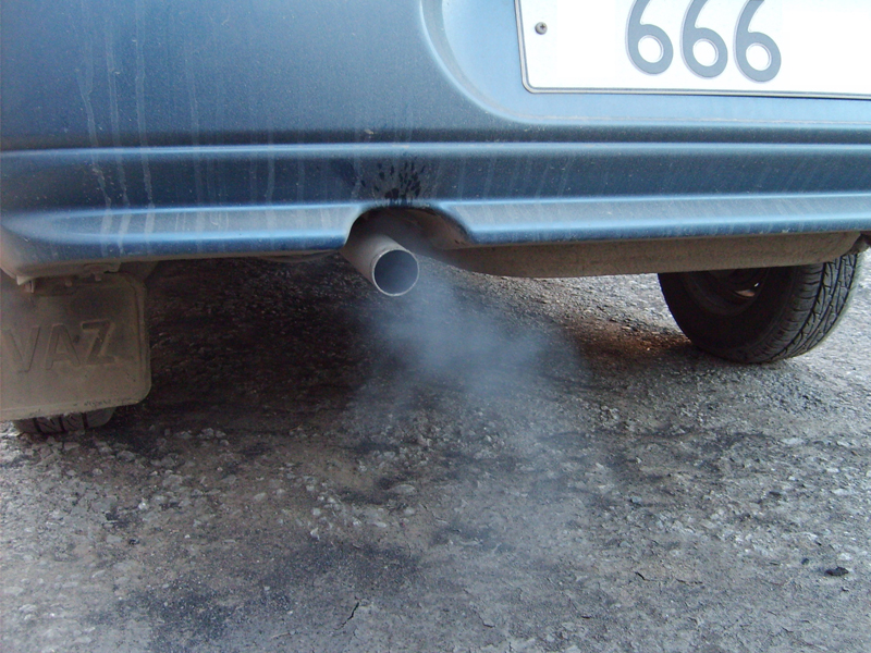 Белый дым из глушителя Lada