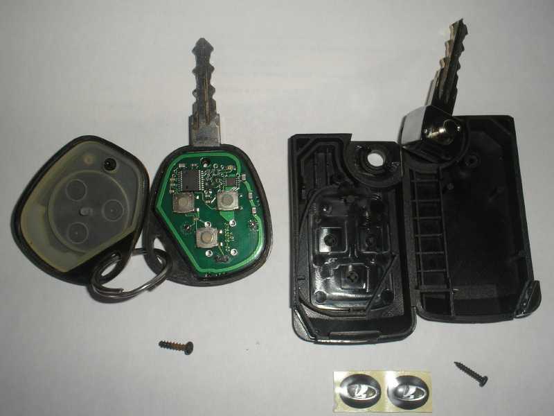 Фотография разобранного брелка сигнализации Lada