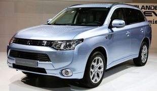 Гибридный кроссовер Mitsubishi Outlander Plug-in Hybrid EV