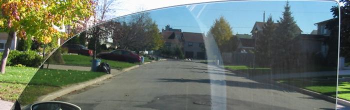 На фотографии стекло с тонировкой